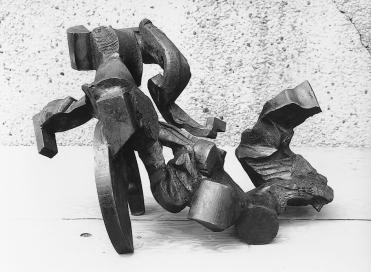 "Tim Scott, ""Feminine for Structure I"", 1986, steel, H.41cm. © Tim Scott, photo courtesy Galerie von Wentzel, ColognePotsdam"